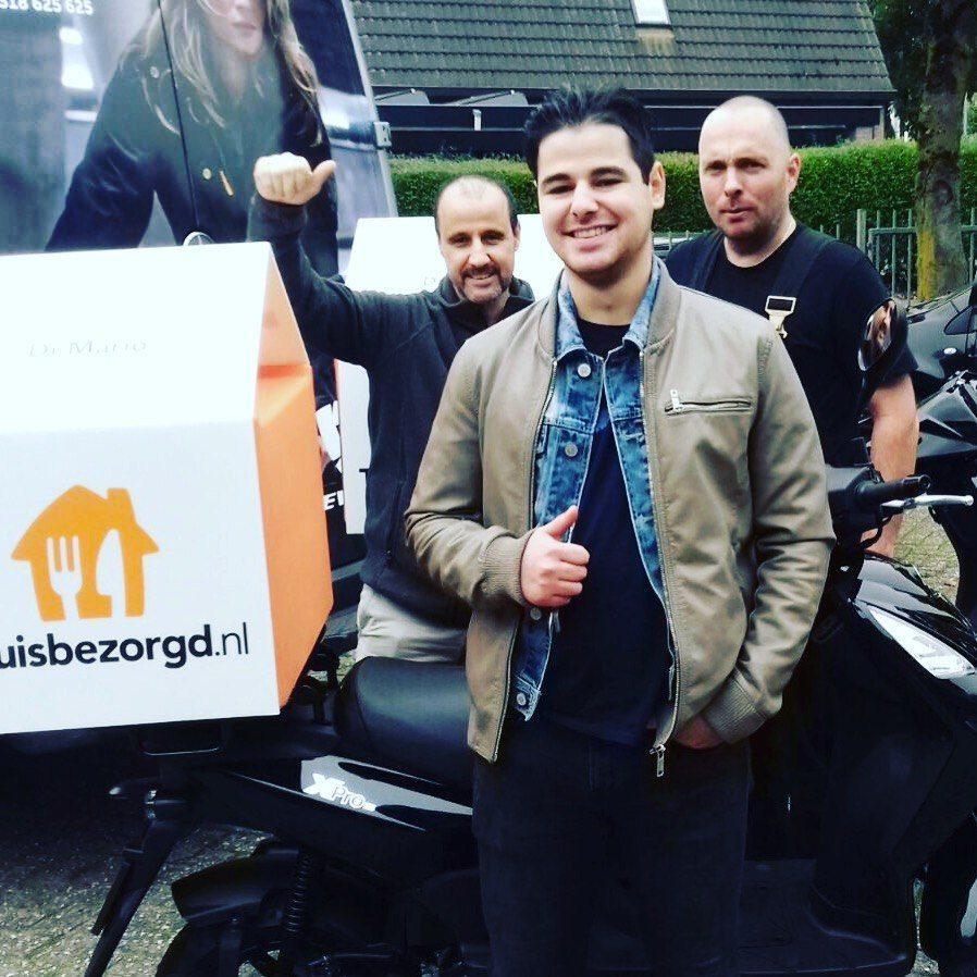 Di Mario gaat pizza's  op deze mooie SYM scooters bezorgen.