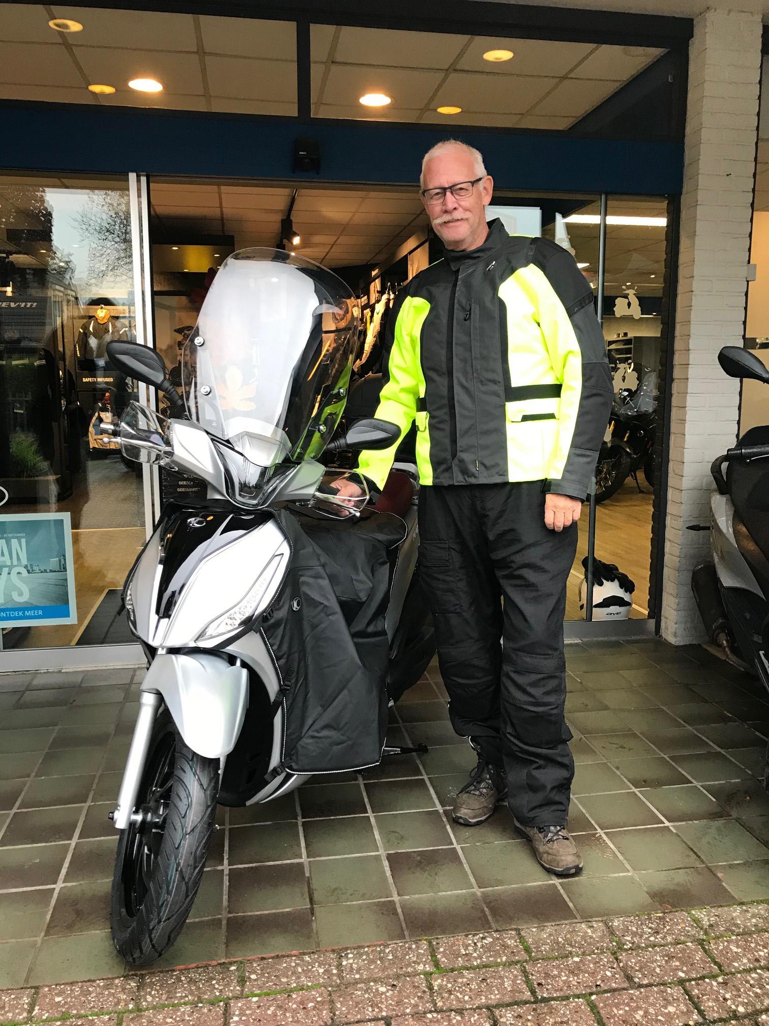 Dhr. Meiling met zijn nieuwe Kymco People S 150 cc